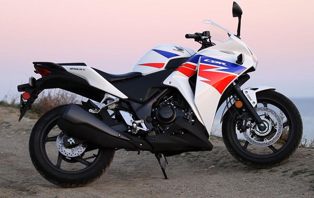 2013-Honda-CBR250R-01